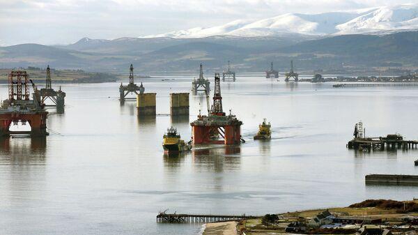 Нефтяные платформы у берегов Шотландии в Северном море
