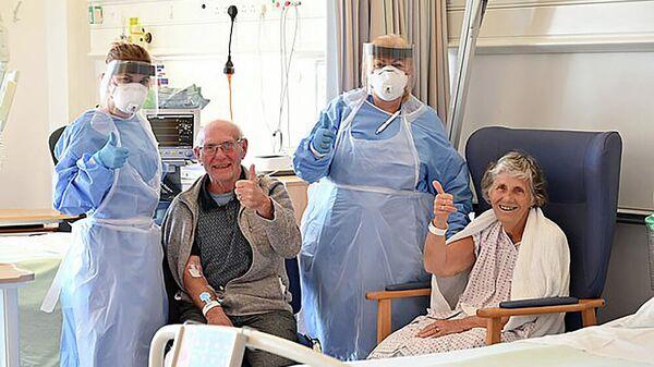Сидни Мур и его жена Джин в инфекционной больнице в Винстоне, Великобритания