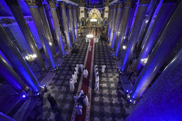Праздничное пасхальное богослужение в Казанском соборе Санкт-Петербурга