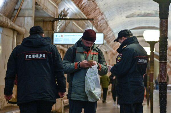 Московский метрополитен в период режима самоизоляции граждан