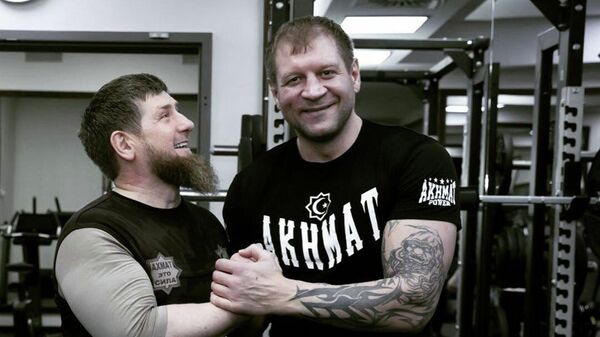 Глава Чечни Рамзан Кадыров с бойцом смешанных единоборств Александром Емельяненко.