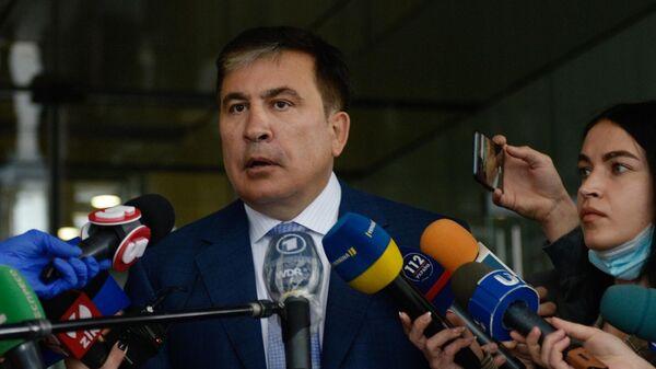 Бывший президент Грузии и экс-губернатор Одесской области Михаил Саакашвили отвечает на вопросы журналистов перед началом встречи с депутатами фракции Слуга народа в Киеве