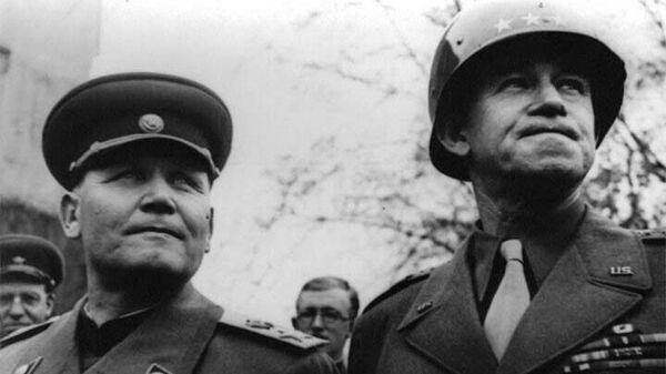 Иван Конев и командующий американской 12-й группой армий генерал Омар Брэдли.
