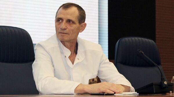 Главврач ГКБ имени В. М. Буянова Александр Саликов