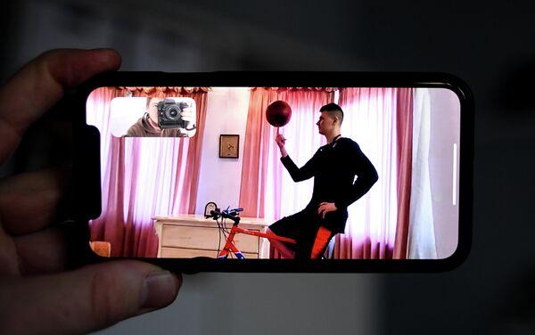 Форвард московсокго ЦСКА Андрей Воронцевич у себя дома в Москве.