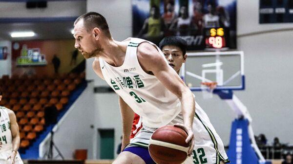 Украинский баскетболист Игорь Зайцев в игре за тайваньскую команду Taiwan Beer