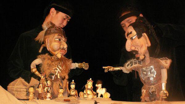Сцена из спектакля Поющая стрела Бурятского республиканского театра кукол Ульгэр