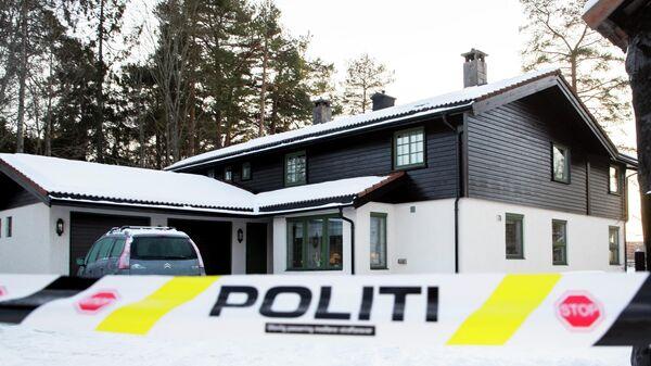 Полицейская лента у дома норвежского миллиардера Тома Хагена