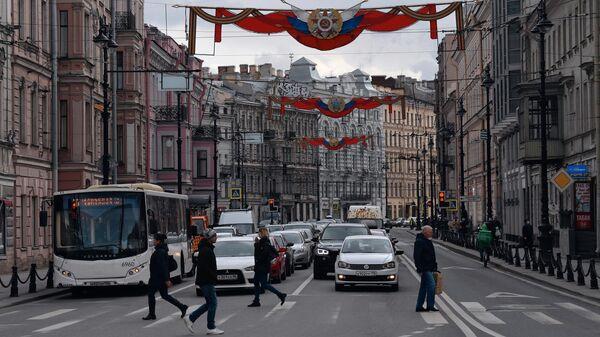 Пешеходы на Невском проспекте в Санкт-Петербурге