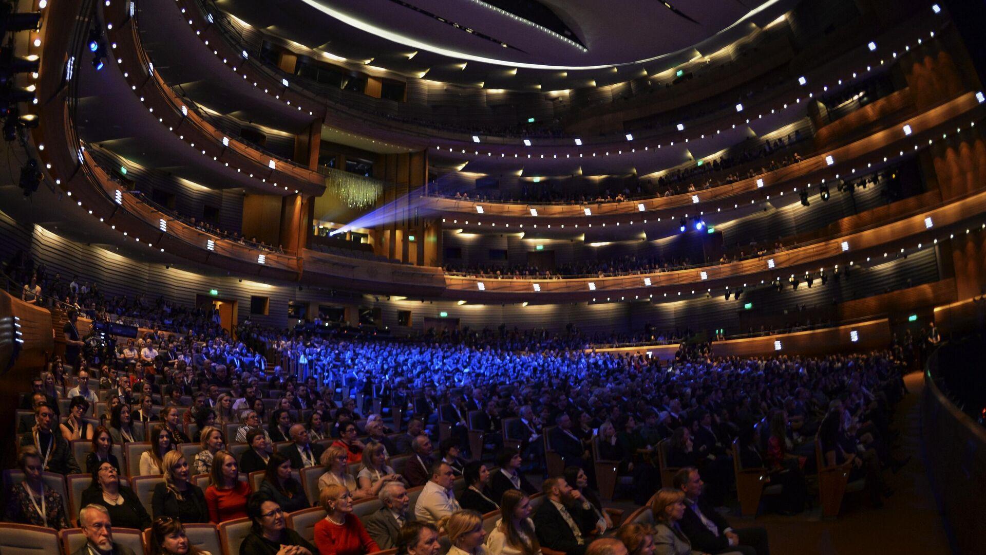 Зрители на гала-концерте All-star Global Concert в Международный день джаза на сцене Мариинского театра в Санкт-Петербурге - РИА Новости, 1920, 27.10.2020