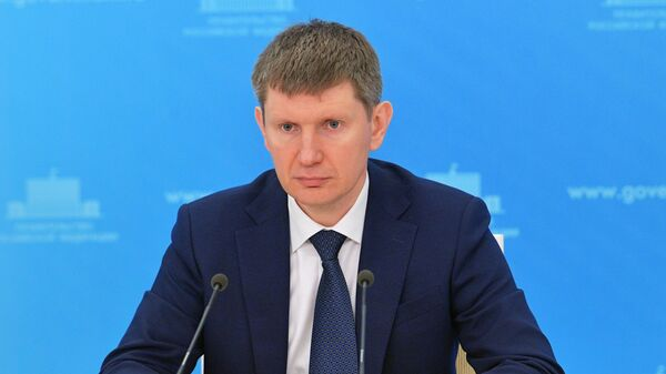 Министр экономического развития РФ Максим Решетников во время брифинга
