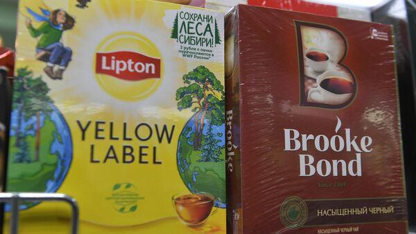 Пачки с чаем в пакетиках Lipton и Brooke Bond