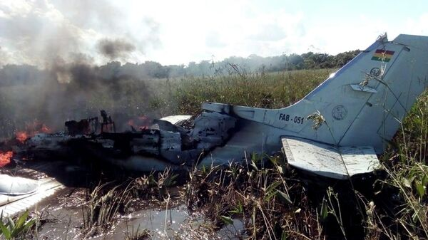 На месте  крушения самолета ВВС Боливии в окрестностях Тринидада. 2 мая 2020