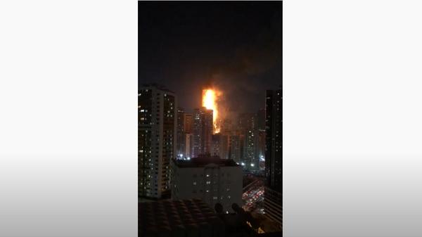 Возгорание высотного здание в эмирате Шарджа, ОАЭ