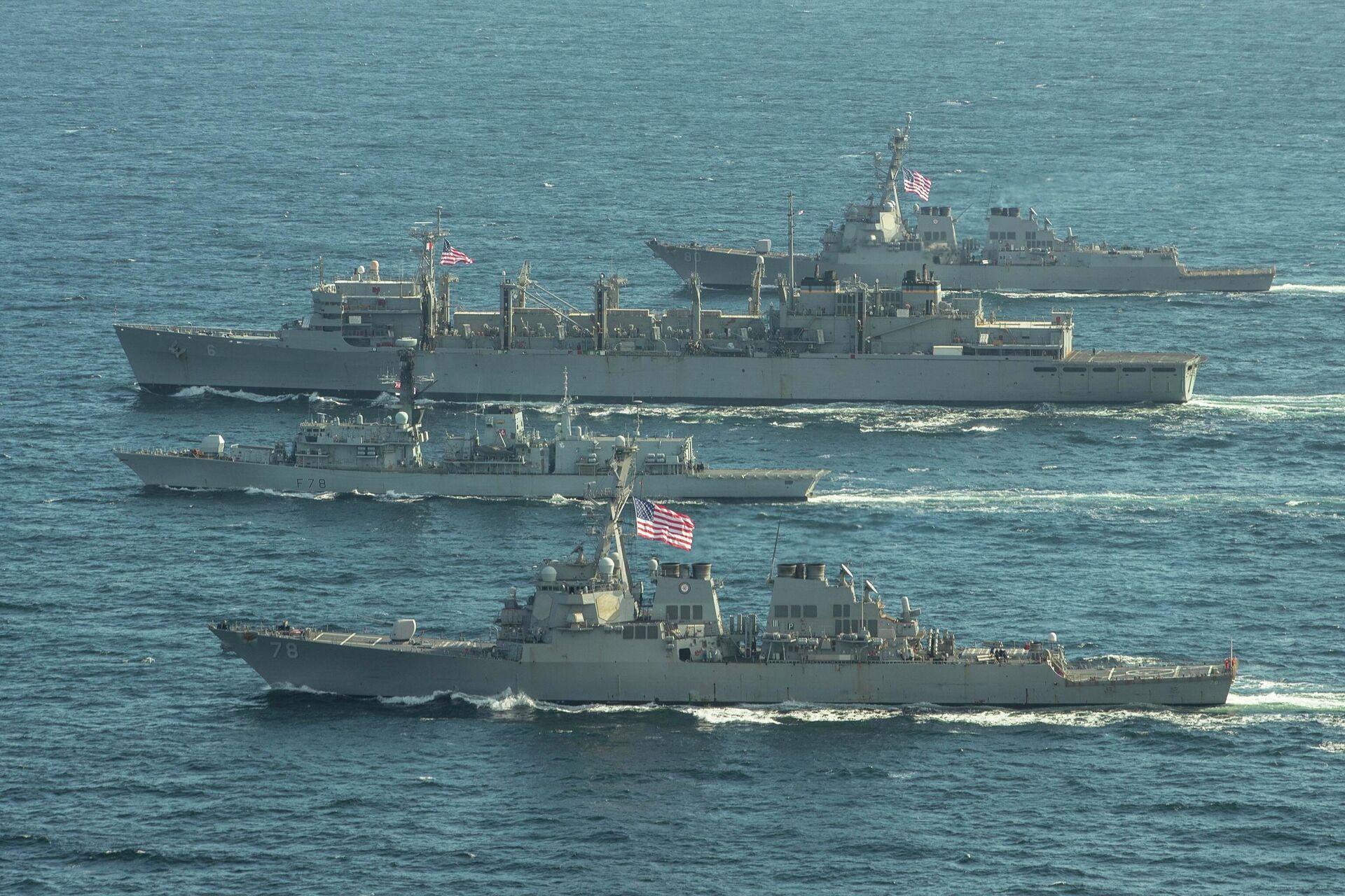 Эсминцы ВМС США Портер, Дональд Кук и Франклин Рузвельт и британский фрегат Кент во время учений в Баренцевом море. 5 мая 2020 - РИА Новости, 1920, 20.10.2020