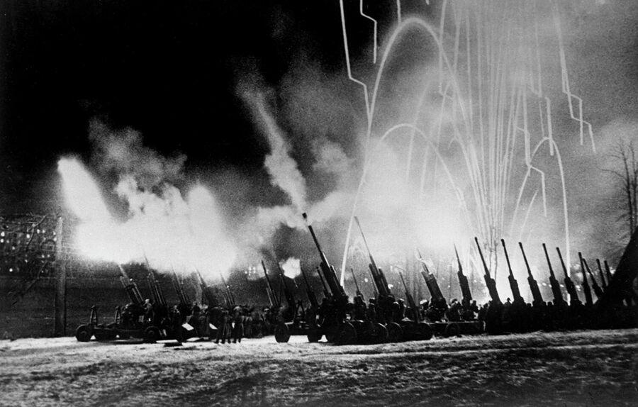 9 мая 1945 года. Салют в ознаменование Победы над Германией в Москве