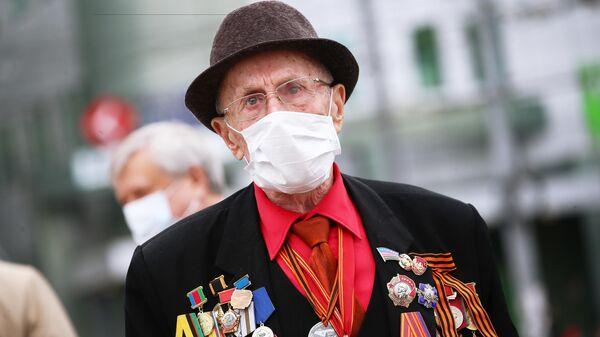 Ветеран Великой Отечественной войны во время празднования Дня Победы в Краснодаре