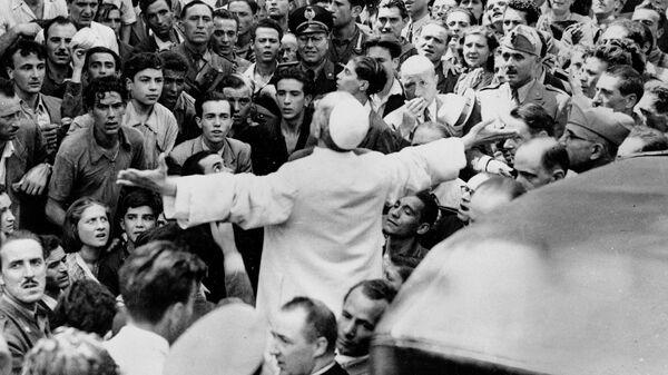 Папа Пий XII выступает перед жителями Рима. 15 октября 1943