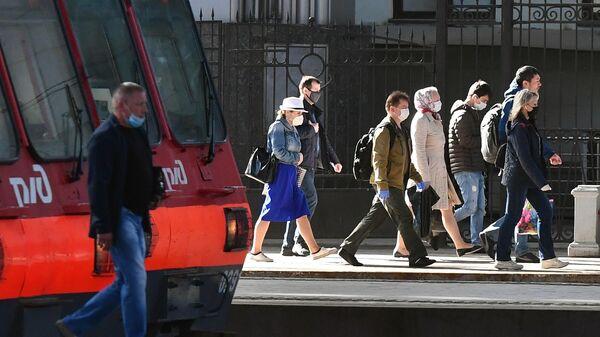 Пассажиры на платформе