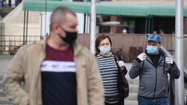 Горожане на одной из улиц в Щелково Московской области