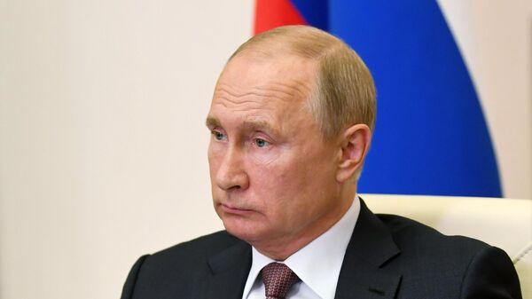 Президент РФ Владимир Путин проводит в режиме видеоконференции совещание по открытию в субъектах РФ медицинских центров, построенных силами Минобороны РФ