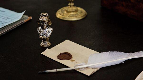 Печатка Николая Лобачевского в виде дамы в капоре в его музее в Казанском федеральном университете