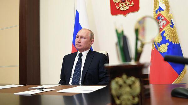 Президент РФ Владимир Путин проводит в режиме видеоконференции совещание по реализации ранее принятых мер поддержки экономики и социальной сферы