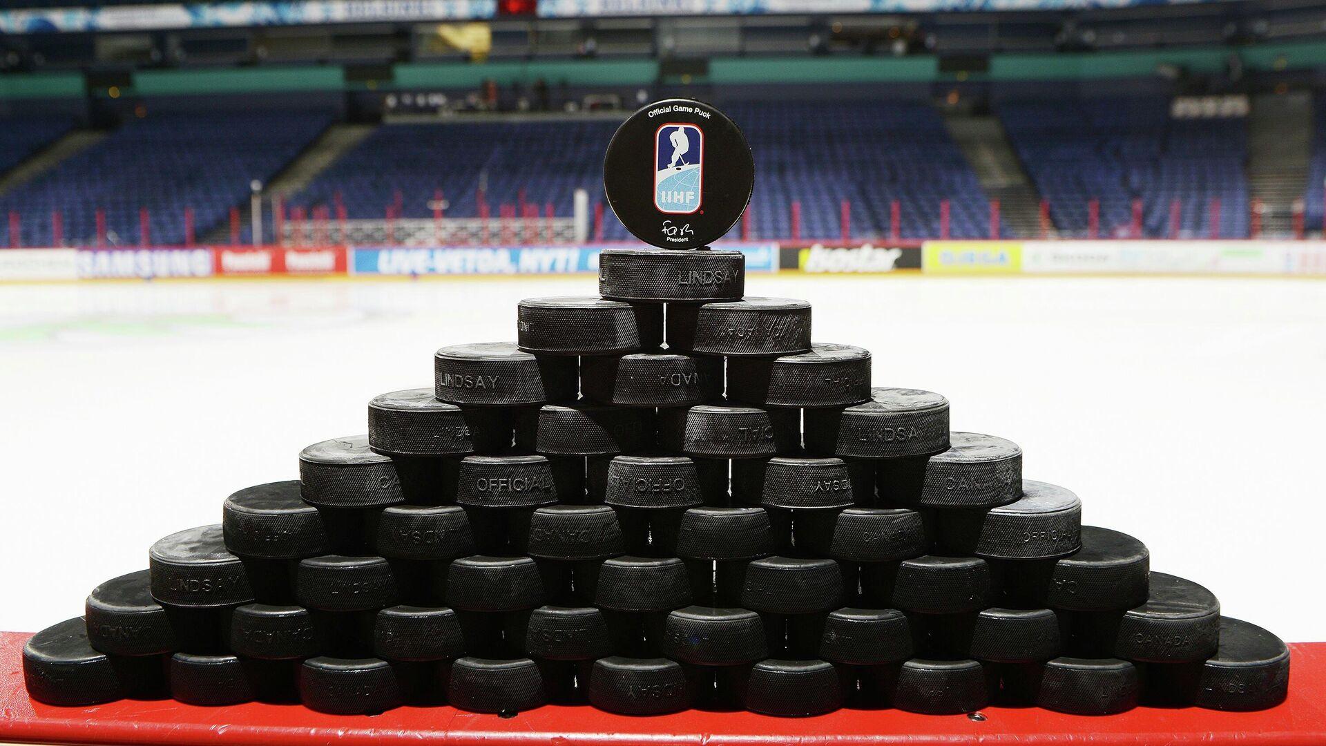 Шайба с логотипом Международной федерации хоккея (IIHF) - РИА Новости, 1920, 04.03.2021