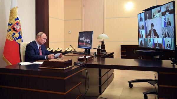 Президент РФ Владимир Путин проводит в режиме видеоконференции совещание по вопросам образования в РФ