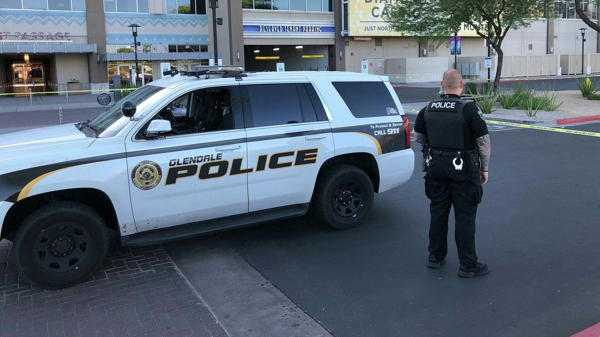 Полиция на месте стрельбы в торговом комплексе недалеко от американского города Финикс, штат Аризона - РИА Новости, 1920, 05.11.2020