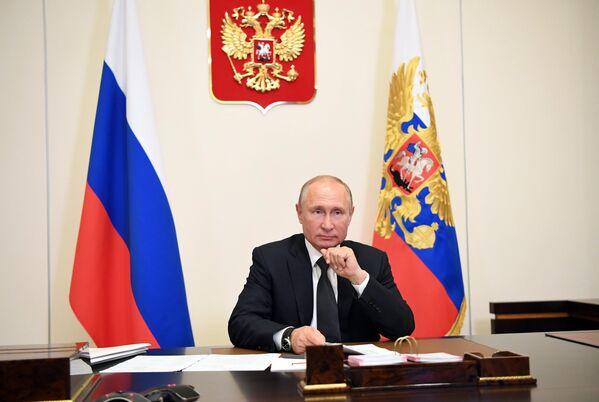 Президент РФ Владимир Путин проводит в режиме видеоконференции совещание с представителями общественности Дагестана