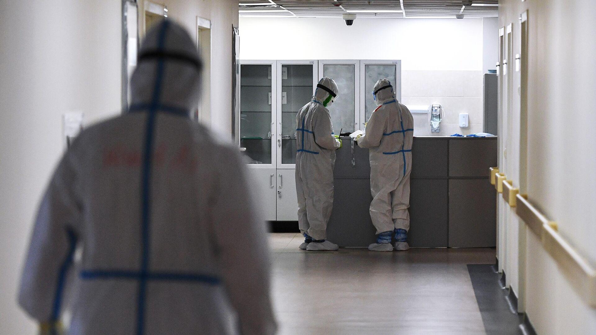 Медицинские работники в одном из отделений госпиталя COVID-19 в Центре мозга и нейротехнологий ФМБА России - РИА Новости, 1920, 16.09.2020