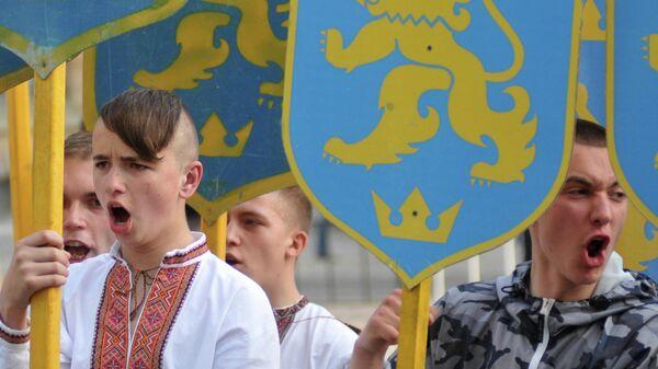 Участники марша в честь годовщины создания дивизии СС Галичина