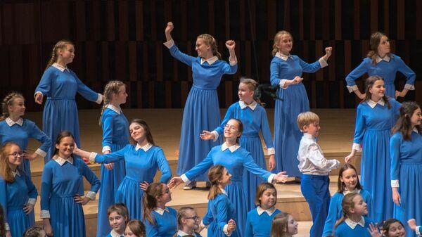 Старший хор Весна исполняет словацкую народную песню Танцуй, танцуй