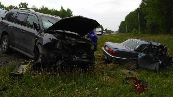 На месте ДТП с участием двух легковых автомобилей на федеральной автодороге Р-351 в Свердловской области