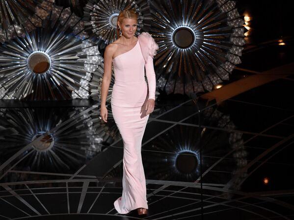 Гвинет Пэлтроу выступает на церемонии вручения премии Оскар