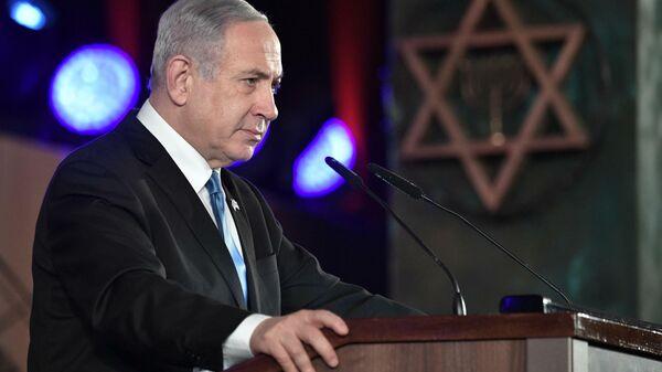 Премьер Израиля сменил кресло на скамью. На час