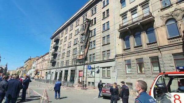 В центре Санкт-Петербурга обрушились балконы старого дома