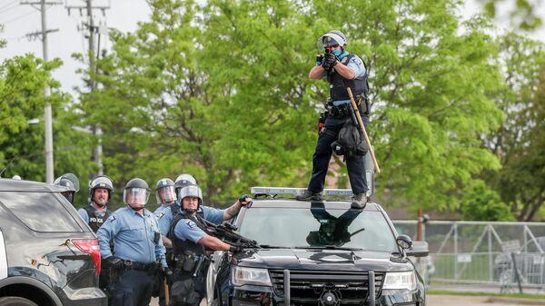 Полицейские во время беспорядков в Миннеаполисе