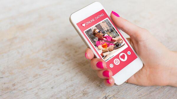 Смартфон с приложением для знакомств