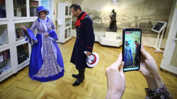 Сотрудники музея заповедника имени М. Ю. Лермонтова ведут онлайн-трансляцию