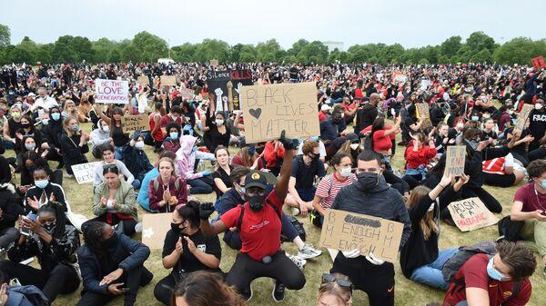 Акция в Лондоне в поддержку протестующих США