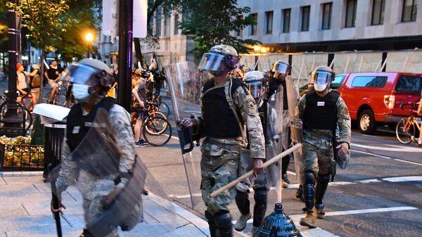 Военная полиция на улице Вашингтона во время протестов