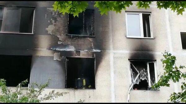 Кадры с места пожара в жилом доме на юге Москвы