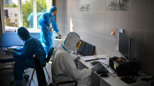 Врачи в ординаторской в госпитале COVID-19