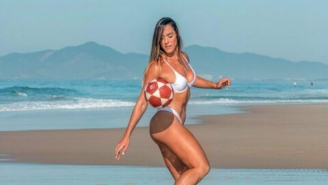 Бразильская кудесница мяча Наталья Гитлер