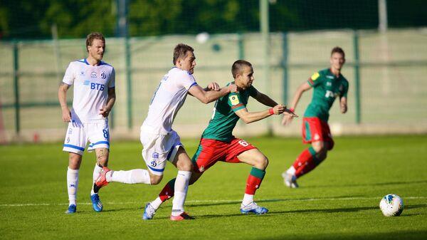 Игровой момент матча Динамо - Локомотив