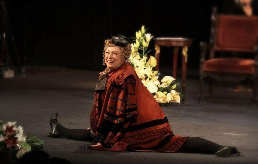 Мария Аронова в спектакле Мадемуазель Нитуш. Театр Вахтангова