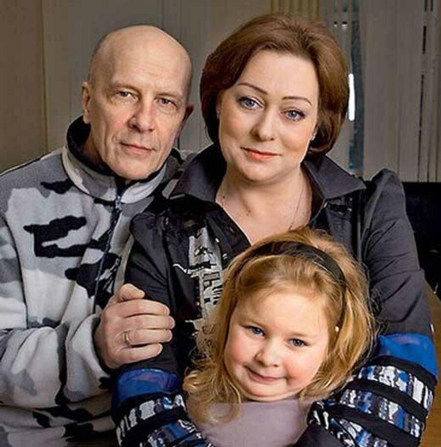 Мария Аронова с дочерью и мужем