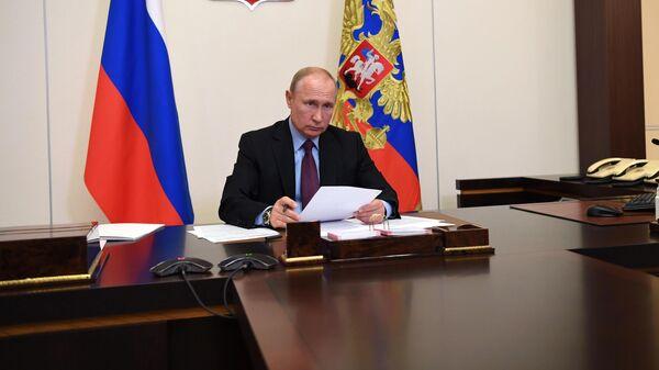 Президент РФ Владимир Путин во время встречи в режиме видеоконференции с губернатором Пензенской области Иваном Белозерцевым